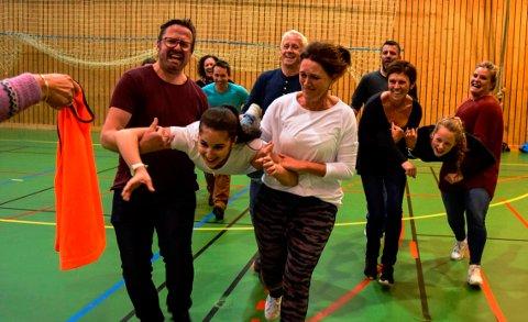 Fysak-lærere fra skoler som deltok hadde lagt opp ulike fysiske aktiviteter konferansedeltakerne fikk prøve seg i.