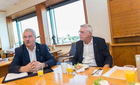 FROKOST: God tone da konsernsjef i Sparebank 1 Østlandet, Richard Heiberg, bød LOs distriktssekretær i Oppland, Iver Erling Støen på frokost i banken og for å snakke om den nye avtalen.