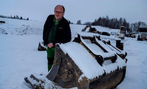 GLEDER SEG: Tomta er klargjort. Nå ser Kiwi-kjøpmann Svein Håvard Linnerud fram til å starte byggingen av ny dagligvareforretning og 22 leiligheter på Kapp.