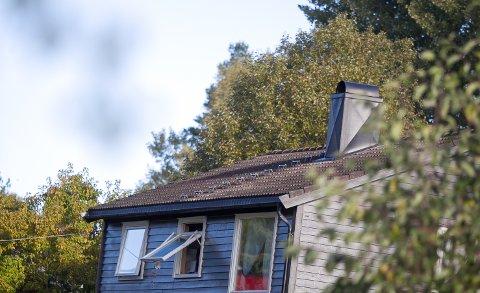 Lufting: Familien berget seg ut, etter å ha blitt vekket av brannvarsleren.