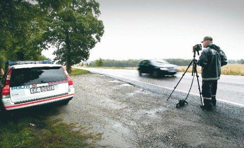 TATT I KONTROLL: Motorsyklisten trodde han overholdt fartsgrensen på 80 km/t. Målinger viste at han kjørte i 132 km/t