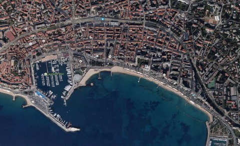 Cannes med sin kystlinje.