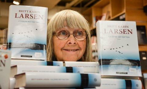 NY BOK: Britt Karin Larsen har skrevet omfosterbarnet Anni i ny bok.
