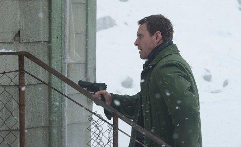 TRAFF BLINK: Michael Fassbender i rollen som Harry Hole fikk tommelen ned av filmanmelderne, men i Løten satte filmen publikumsrekord.
