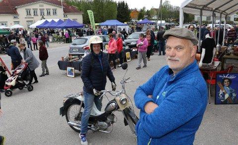 SUKSESS: Bjørn Vidar Sletten er mannen bak suksessen Hof-markedet. Oddvar Flobergsundet tok turen dit på en Temp-moped fra 1974.