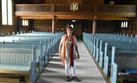 FLOTT: – Vi har så fine kirker i Osen, det er moro å vise dem fram. sier Anne Marit Strand.