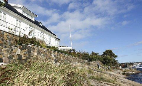 Sjøhytter i Færder er blitt for de få, og akkurat denne er det som har prisrekorden etter en hektisk sommer. 47,5 millioner måtte kjøperne ut med for den såkalte Kolberg-hytta.