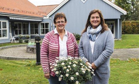 Spesialsykepleier Anne Marit Ekelund og virksomhetsleder Bente Berg Nilsen ved Doktorløkka bosenter skulle gjerne sett flere påmeldte på pårørendeskolen om demens på Vestsiden helse- og aktivitetssenter, som starter opp tirsdag kveld 13. oktober og holdes over seks tirsdager.