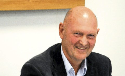 KLAR TALE: Tore Marthinsen peker på folketallsutviklingen.