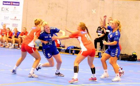 IKKE SPILL: Ingen får spille håndballkamper nå. Ill.foto