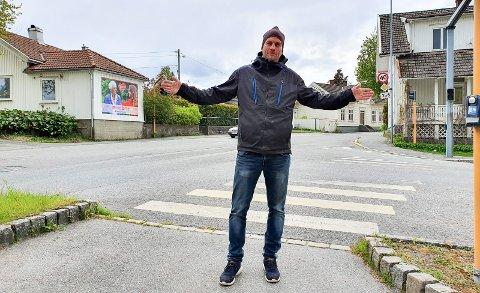 STENGER: Det blir stengt for gjennomkjøring fra lyskrysset i Serine Jeremiassens gate/Sverresgate og videre opp til Kirkebakken. Prosjektleder Bjørnar Andersen sier det fortsatt vil være mulig for biler og busser å kjøre ned til Storgata.