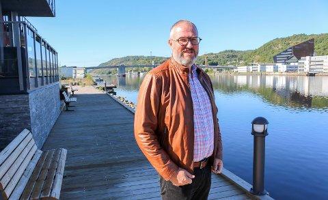 KONFRONTASJON: Porsgrunn Venstre har politisk momentum i Frednes brygge-saken, og leder Geir Mjøen tar opp saken i bystyret. PD møtte Mjøen på brygga mandag. Han er spent på hva ordfører vil svare.
