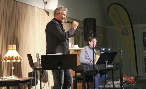 Multitalent: Sammen med Bjørn Halstensen, opptrådte Dennis Storhøi foran et imponert publikum. Han brukte sine dyktige evner til å opptre med musikk, skuespill og humor for å formidle om livet og egne erfaringer. Alle foto: Martine Titterud