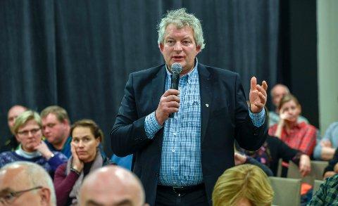 Ordfører i Lurøy, Carl Einar Isachsen jr. (Sp) har full forståelse for at ekspertutvalget konkluderer med ett stort sykehus på Helgeland lokalisert til Rana med utgangspunktet i mandatet og faktorene de legger til grunn i rapporten. Her fra dialogkonferansen 3. desember. Foto: Øyvind Bratt