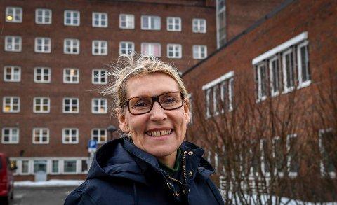 Administrerende direktør i Helgelandssykehuset, Hulda Gunnlaugsdóttir, er opptatt av rekruttering av alle typer fagpersonell, ikke minst helsefagarbeidere. Nå legger hun til rette for å knytte dem tettere til helseforetaket fra de er lærlinger.