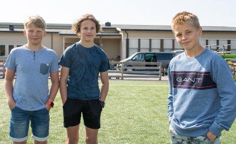 Alpinister: F.v.: Theo Rabben (12), Mats Victor Ovesen (13) og Linus Bjørgaas (12) er tre av alpinistene som er med når også nedoverski er med på sommerskiskolen. Linus er fra Svolvær og syns det er helt i orden å reise langt for å trene i sola.
