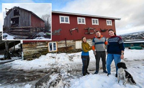 Stein Erik Hæg og kona Lena Jenssen Hæg, her sammen med dattera Renate Strand Hæg. Sammen har de fikset den falleferdige låven på Ytteren. Nå har det blitt et flerbrukshus for hele familien.