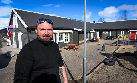 Tommy Ellingsen, daglig leder i Tusenbein barnehage, frykter for barnehagenes framtid dersom det ikke skjer en endring.