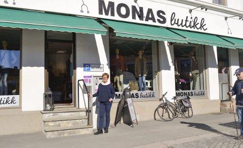 Mona S. Andersen har drevet butikken igjennom noen tøffe år, men likevel overlever den på utkanten av sentrum.