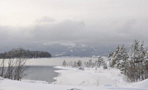Dette stedet er valgt som minnested etter terroren på Utøya. Det kan ikke beboerne der ute leve med, hevder Utstranda vel.