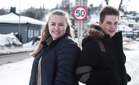 Christian Haugerud Magnussen (18) har ferskt førerkort og Tuva Haugseth (17) har mopedførerkort.