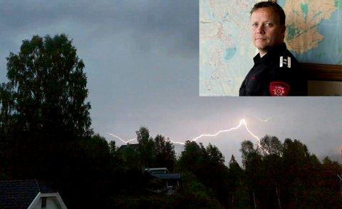 Even Moan tar gjerne imot regnbyger i distriktet. Men han frykter skogbrann i forbindelse med tordenvær.