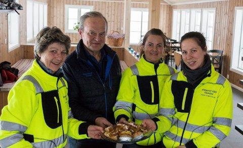 ÅPNER KAFEEN: Ringerud-familien åpner ny og utvidet kafe på Ringerudseter. Det er Elisabeth Ringerud og Anette Ringerud Bråthen (til høyre i bildet) som skal stå for driften, med hjelp fra Inger Lise og Ole Ringerud (til venstre).