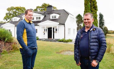 DELER: Atle Jensen (t.h) og Vegard Grina ønsker å dele denne store eiendommen og bygge flere boliger.