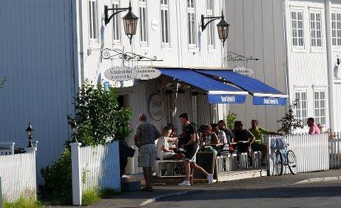 SENKET: Salgsannonsen for restauranten Schulestedet i Holmsbu har ligget ute siden i høst. Nylig ble prisantydningen senket betraktelig.