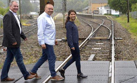 Vil ha mer tog: Arild Theimann (f.v.) Arve Høiberg og Lozan Balisany vil jobbe for at Sandefjord kan få hele fire avganger i timen mot Oslo om få år. Foto: Olaf Akselsen