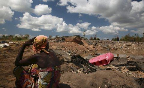 Bildet viser ødeleggelsene på veien mellom Nhamatanda og Tica i Mosambik, etter den voldsomme syklonen Idai sine herjinger i mars i år. (Foto: Mohammad Ghannam)
