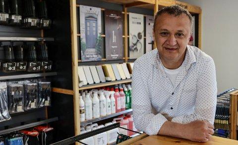 SATSER: Emir Dizdar har drevet Lande Dør og Vindu. Nå trapper han opp virksomheten.