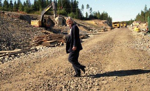 BREDERE: I 1996 fikk veiminister Valgerd S. Haugland økt veibredden på E18 øst for Mysen fra 7,5 til 10 meter.  Foto: Lise Kari Holøs
