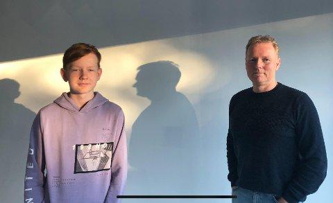 Hans-Erik Maack (54) og sønnen Gabriel (13), som går på åttende trinn ved Askim ungdomsskole, er i karantene hjemme i Askim. – Stemningen her er god, melder faren.
