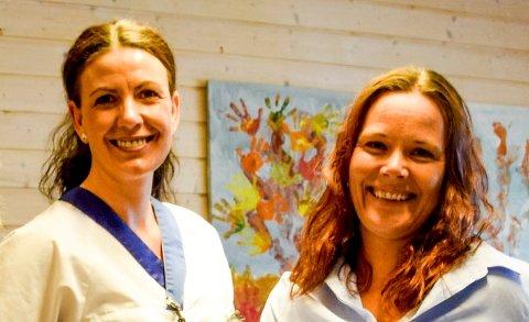 Fysioterapeut Yvonne Skjøthaug (til høyre) og hjelpepleier Vanja Jensen skal sammen med ergoterapeut Tonje Lillefoss drifte prosjektet daglig i hele 2021. ARKIV