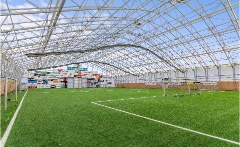 Slik ble Stangeland Arena plutselig et utendørsanlegg.