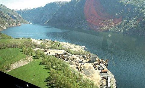 Norstone får ikkje lov til å lasta båtar i helger eller etter klokka 23.00 på kvardagar i Jøsenfjorden. – Me ønskjer eit løyve til å lasta 24/7, slik det er andre stader, seier Kjell Apeland.