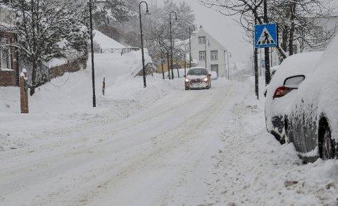 BRØYTA: Fredag morgen er Storgata brøyta for snø.