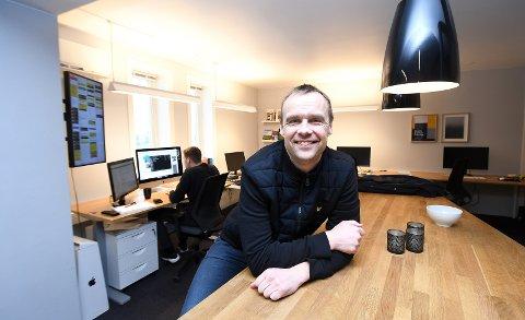 HEKTISK HVERDAG: Til daglig er Anders Rambekk prosjektleder ved Reklameservice. Etter jobb blir det mye                              familie, men også en del politikk. Nå blir han etter all sannsynlighet KRFs ordførerkandidat i Porsgrunn. foto: ole martin møllerstad