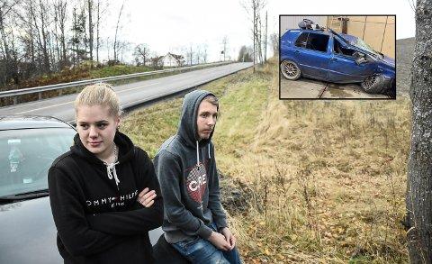 BILBELTE: Tone Malin Skarseth Pettersen og Sander Knem var tilbake på lørdagens ulykkessted torsdag. Nå priser de seg lykkelige for at de brukte bilbelte, og håper ulykken kan være med på å sette fokus på beltebruk.