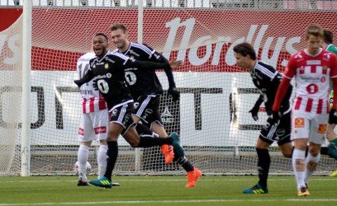 SEIER: Rosenborgs Samuel Adegbenro scorer  i kampen TIL-Rosenborg på Alfheim stadion.