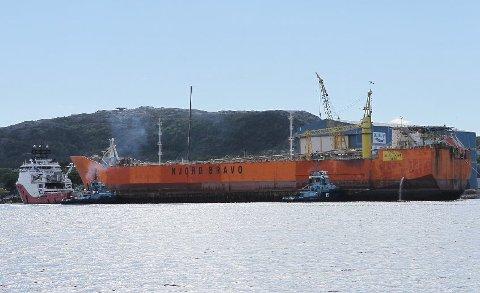 Statoil Petroleum har forlenget kontrakten med Brevik Engineering for arbeid med Njord Bravo. Her ved kai i Kristiansund.