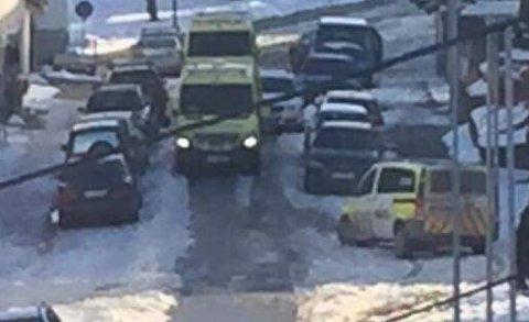 Nødetatene rykket ut til Kristiansund sentrum, hvor en eldre kvinne ble funnet død.
