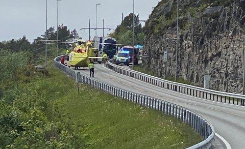 Ulykken skjedde i svingen mellom avkjøringen til Byskogen og Seivika og fotoboksen ved Omsundbrua.