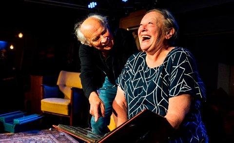 Teaterstykket «Skumringstimen» med  Peter Drabløs og Astrid Overaa kjem snart på turné der fleire plassar på Nordmøre får besøk.