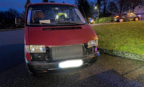 MINDRE SYNLIGE SKADER: Den andre bilen som var innblandet i kollisjonen har mindre synlige skader.
