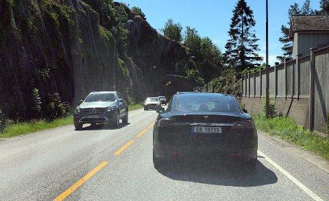 KØ: Det er tett trafikk flere steder i Tønsberg. Blant annet her på Kjelle, hvor det tidvis ble meldt om kø.