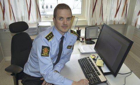 Tjenesteenhetsleder Kristoffer Magnus Tessem forteller at politiet har hatt mye å gjøre denne helgen. Foto:Arkiv