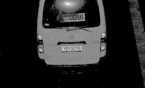 KURSMOTNITTEDAL:Bilen fra tjuvraidet på Lillehammer fotografert i bomstasjonen mellom Lunner og Gran.