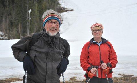 ALTERNATIV FJELLTUR: Atle Jarl og Aase Helland etter å ha vært på toppen av Varingskollen onsdag ettermiddag.